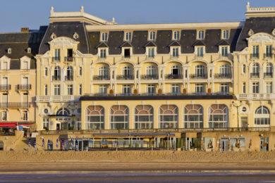 grand-hotel-de-cabourg-facade-2